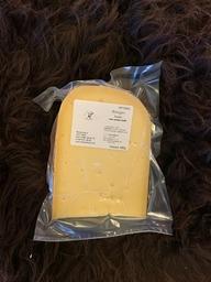Belegen kaas, stuk