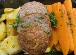 Gezonde maaltijd wortel-gehaktbal