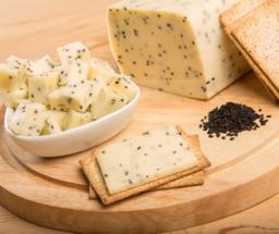 Jong belegen komijnen kaas