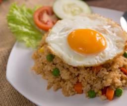 Nasi Goreng met kip en ei