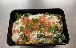 Spaghetti met gerookte zalm, groente groente en citroen roomsaus