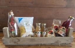 Kistje Sap, noten, chips en arrangement  droogbloemen